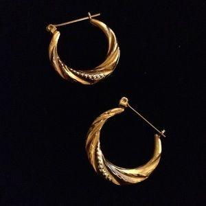 Jewelry - ✨10K GOLD✨Small Hoop a Earrings